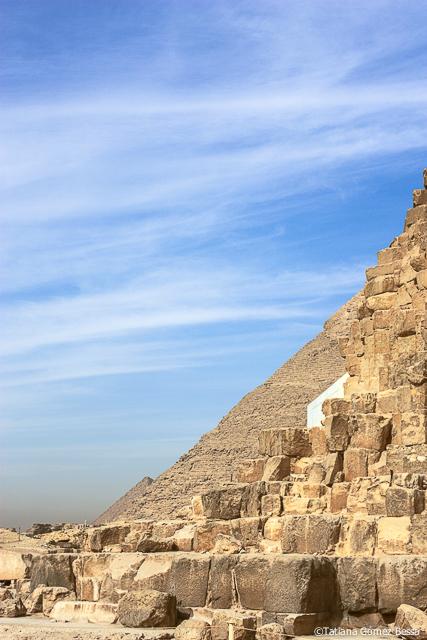 El perfil de las 3 pirámides alineado.