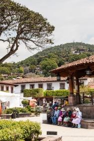 Plaza del pueblo y su gente
